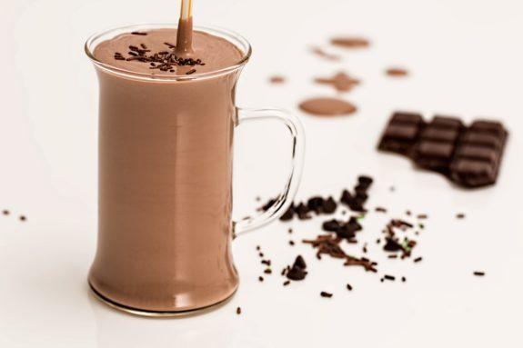 Kakao Eierlikör mit geschlagener Sahne