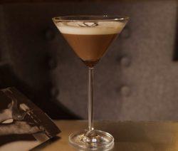 Wodka Eierlikör Cocktail mit Schokoladensirup