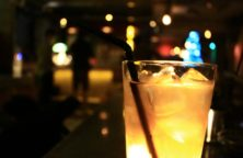 Aprikosen Eierlikör Cocktail mit Rum und Orangensaft