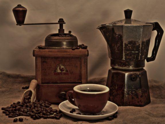 Kalter Kaffee Eierlikör mit Orangensaft